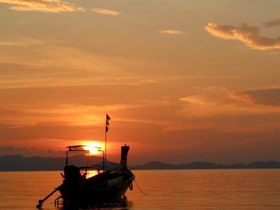sailing-boat-1189839_1920-400x300